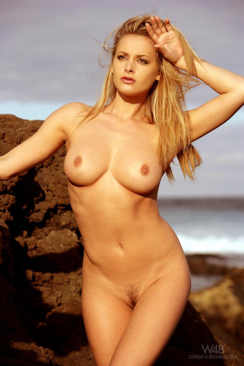 Zdenka Podkapova Nude