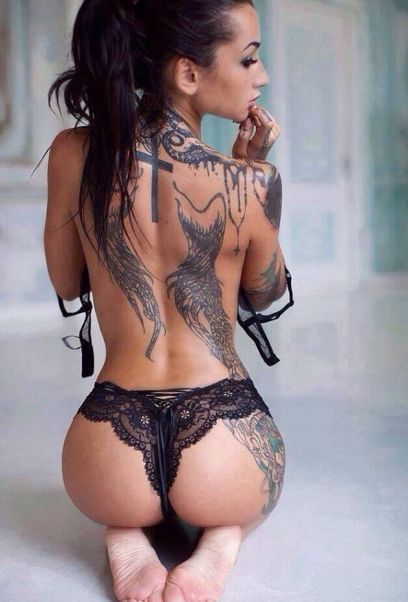 Gostosas e Tatuadas (55)